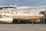 Etihad Airways lernt von Günstig-Airlines