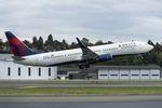 Boeing 737-900ER schert aus Anflugkorridor aus