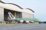 Erste A380 für ANA rollt aus der Endmontage