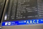 Flugbegleiter drohen mit neuen Streiks
