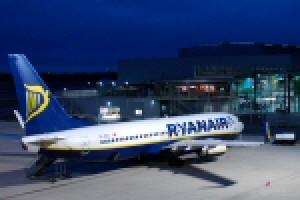 Auto durchbricht Flughafenzaun in Weeze