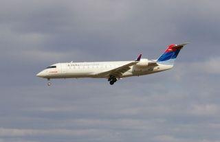 Delta Connection CRJ-100