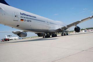 Lufthansa Boeing 747-8 auf der ILA 2012
