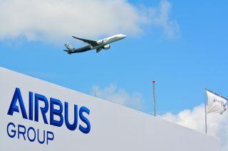 Airbus A350 fliegt auf der Singapore Airshow 2016