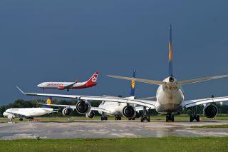 Lufthansa und Air Berlin am Flughafen München