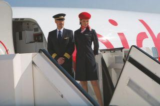 Air Berlin Pilot und Flugbegleiterin