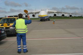 Einwinken der Antonov 225
