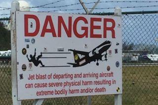 Warnschild am Princess Juliana Int. Airport