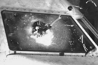 Drone kracht in Cockpitscheibe