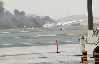 Bruchlandung der Emirates Boeing 777-300 (Registrierung A6-EMW) in Dubai