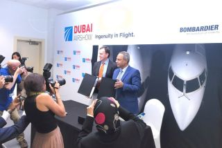 Der Chef der Bombardier Verkehrsflugzeugsparte, Fred Cromer, und Egyptair Vorstandschef Safwat Musallam auf der Dubai Airshow.