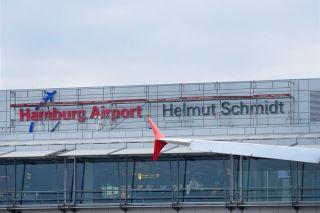Helmut-Schmidt-Schriftzug am Hamburger Flughafen