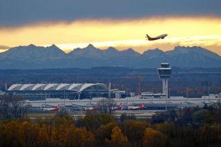 Sonnenaufgang am Flughafen München