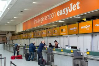 easyJet Gepäckabgabe am Flughafen Gatwick