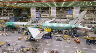 Die erste Boeing nach der Montage von Rumpf und Flügeln