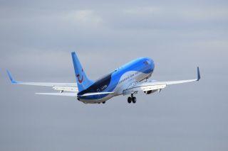 Start einer Boeing 737-800 von Tuifly