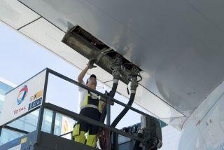 Betankung einer Lufthansa Boeing 747-400
