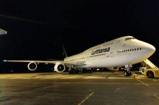 Lufthansa Boeing 747 neues Lettering