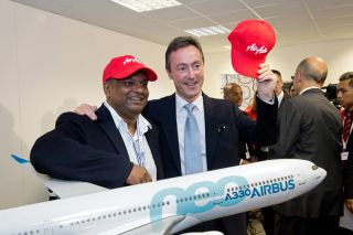 Tony Fernandes und Fabrice Brégier