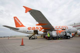 easyJet Airbus A319 am Flughafen Gatwick