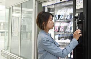 Schutzmasken-Automat am Flughafen München