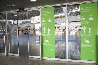 Hinweisschilder am Frankfurter Flughafen