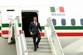 Mexikos ehemaliger Präsident Enrique Pena Nieto und der umstrittene Dreamliner