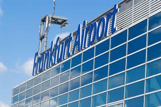 Fraport Schriftzug am Lufthansa Terminal A