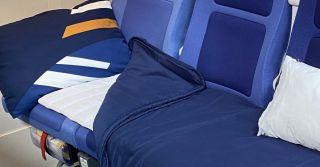 Lufthansa bietet testweise eine Schlafreihe in der Economy Class an