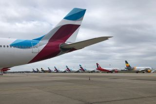 Geparkte Eurowings-Flugzeuge