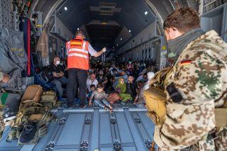 Luftwaffe fliegt 229 Menschen mit A400M aus