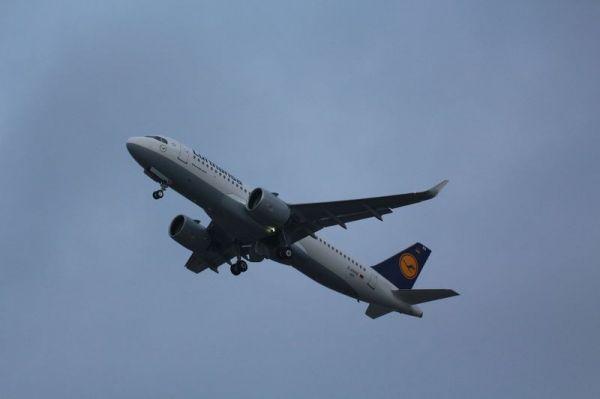 Erster Lufthansa-Airbus A320neo fliegt