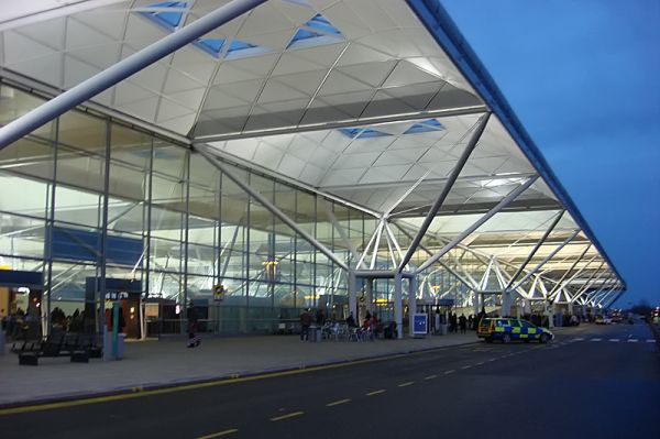 Am Flughafen London-Stansted