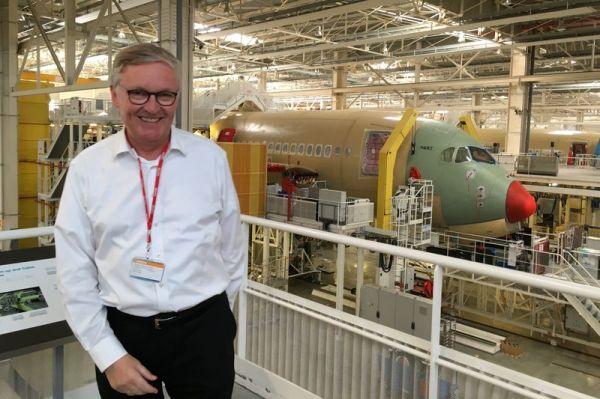Thomas Winkelmann, Chef des Lufthansa-Hubs München, vor der MSN087