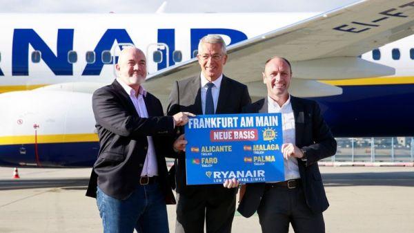 Ryanair zieht mit zwei Boeing 737-800 in Frankfurt ein