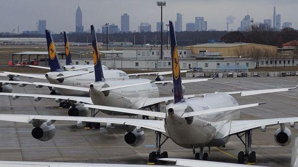 Geparkte Lufthansa-Flieger in Frankfurt