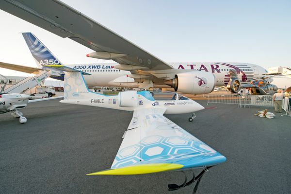 Airbus E-Fan und A350 auf der ILA