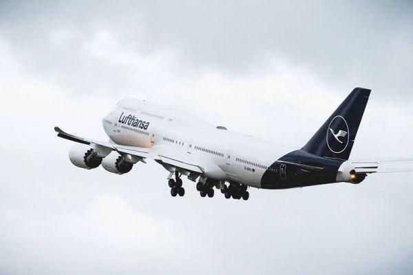 Vorher: tiefdunkles Lufthansa-Blau an Boeing 747-8