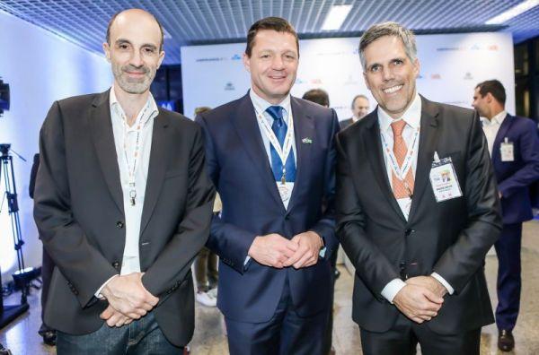 Jean-Michel Mathieu, CEO Joon. Pieter Elbers, CEO KLM. Paulo Kakinoff, CEO GOL