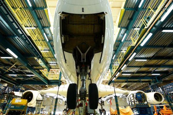 Emirates Airbus A380 erhält neue Fahrwerke
