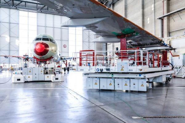 Roboter unterstützen auf der vierten A320-Linie in Hamburg