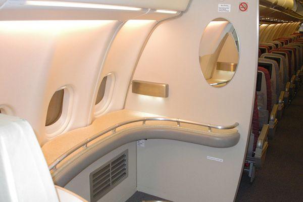 Die Stehbar im A340 auf dem ersten nonstop-Flug von Newark nach Singapur