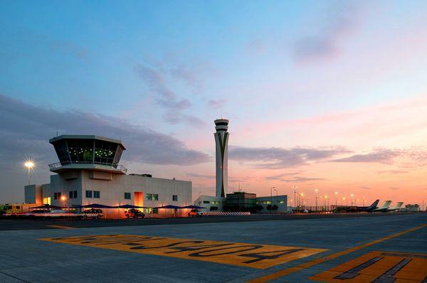 Der Tower des Dubai World Central Airports