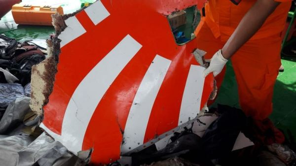 Teams bergen Wrackteile des Lion Air Flugs JT610