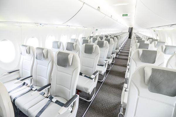 airBaltic Airbus A220-300 Kabine