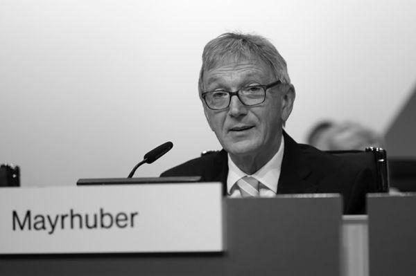 Wolfgang Mayrhuber ist Wolfgang Mayrhuber ist am 1. Dezember 2018 im Alter von 71 Jahren gestorben.1. Dezember 2018 mit 71 Jahren gestorben.