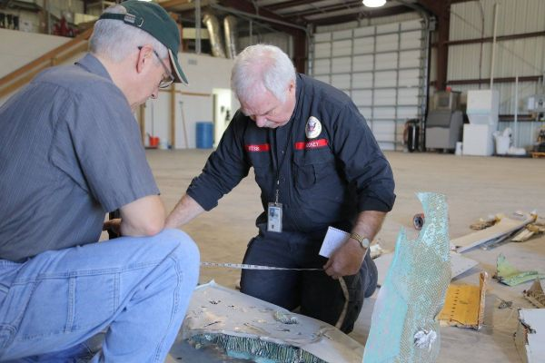 Flug 3591: Ermittler untersuchen Wrackteile