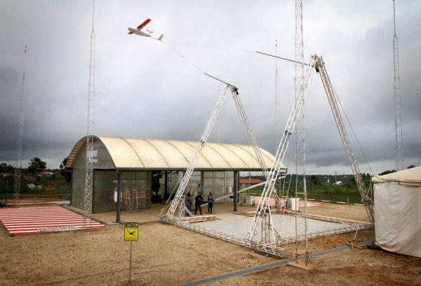 Zur Landung werden die Drohnen mit einem Seil aufgefangen