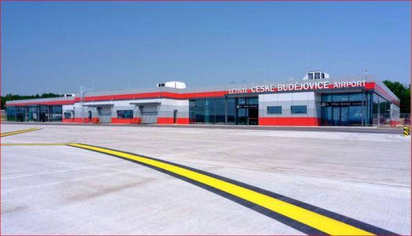 Flughafen Budweis, Terminal
