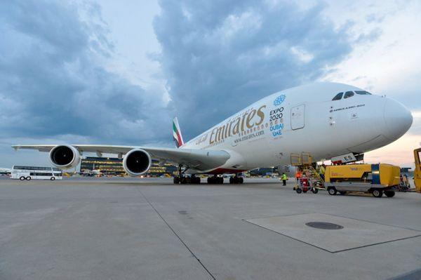 Emirates Airbus A380 am Flughafen Wien